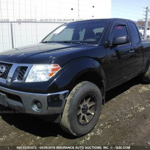 2010-Nissan-Frontier-King-Cab-Se_le_nismo-front-left-22283072.jpg